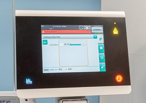 最新の保険適応レーザーELVeS1470による血管内焼灼術